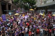 Movimento 'Pela vida das mulheres trabalhadoras' teve concentração na Esquina Democrática | Foto: Igor Sperotto