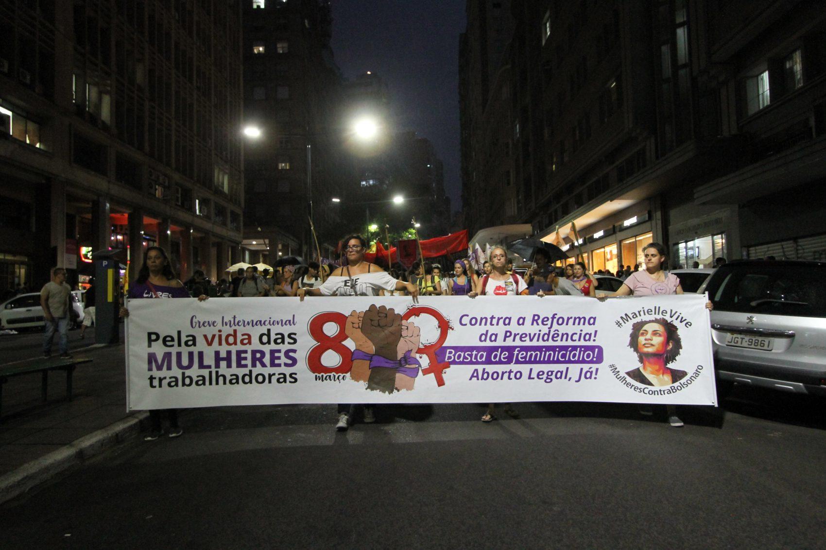 Caminhada pela Borges de Medeiros até o Largo Zumbi dos Palmares encerrou o dia de manifestações