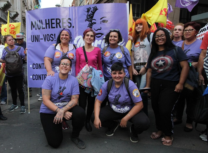 Coletivo Feminista Marielle Vive, um dos maiores contingentes organizados da manifestação