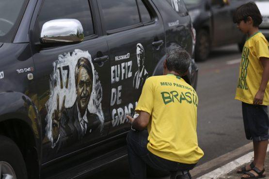 """""""As possibilidades de manipulação política no uso dessas ferramentas ficaram evidentes nas últimas eleições presidenciais no Brasil com a sistemática disseminação de ataques virulentos e falsos que especularam com fobias e preconceitos estabelecidos socialmente"""""""