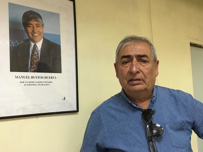 """Soto, da UNT-Chile cita os trabalhadores da indústria química para demonstrar como a reforma encolheu as aposentadorias: """"uma classe média alta que com a aposentadoria ficou com 30% a 35% de proventos"""""""