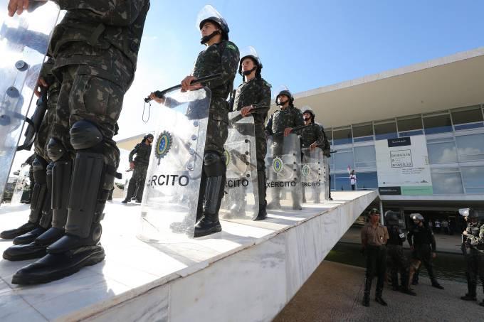 GSI do general Heleno mandou Moro ocupar a Esplanada com tropas da Força Nacional de Segurança para reprimir manifestações populares