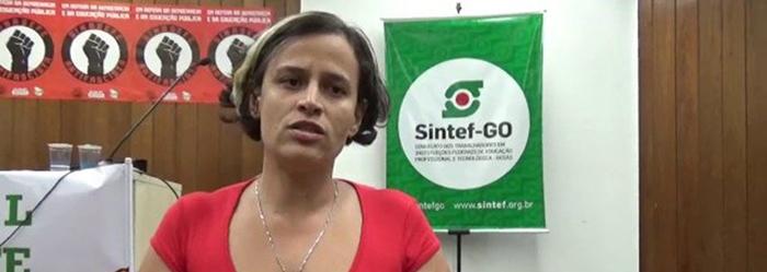 A professora e sindicalista Camila Marques explicou a jornalistas que foi detida de forma ilegal e truculenta ao defender alunos
