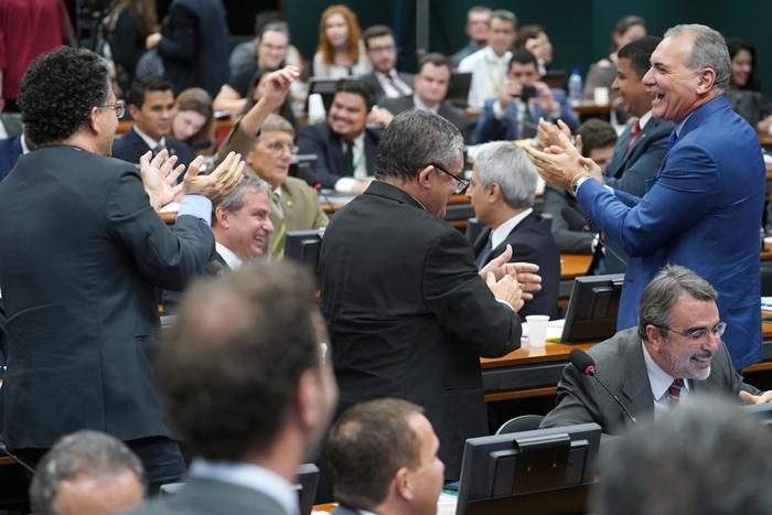 Deputado governista foi aplaudo pela oposição após admitir que os mais pobres seriam os mais prejudicados pela reforma
