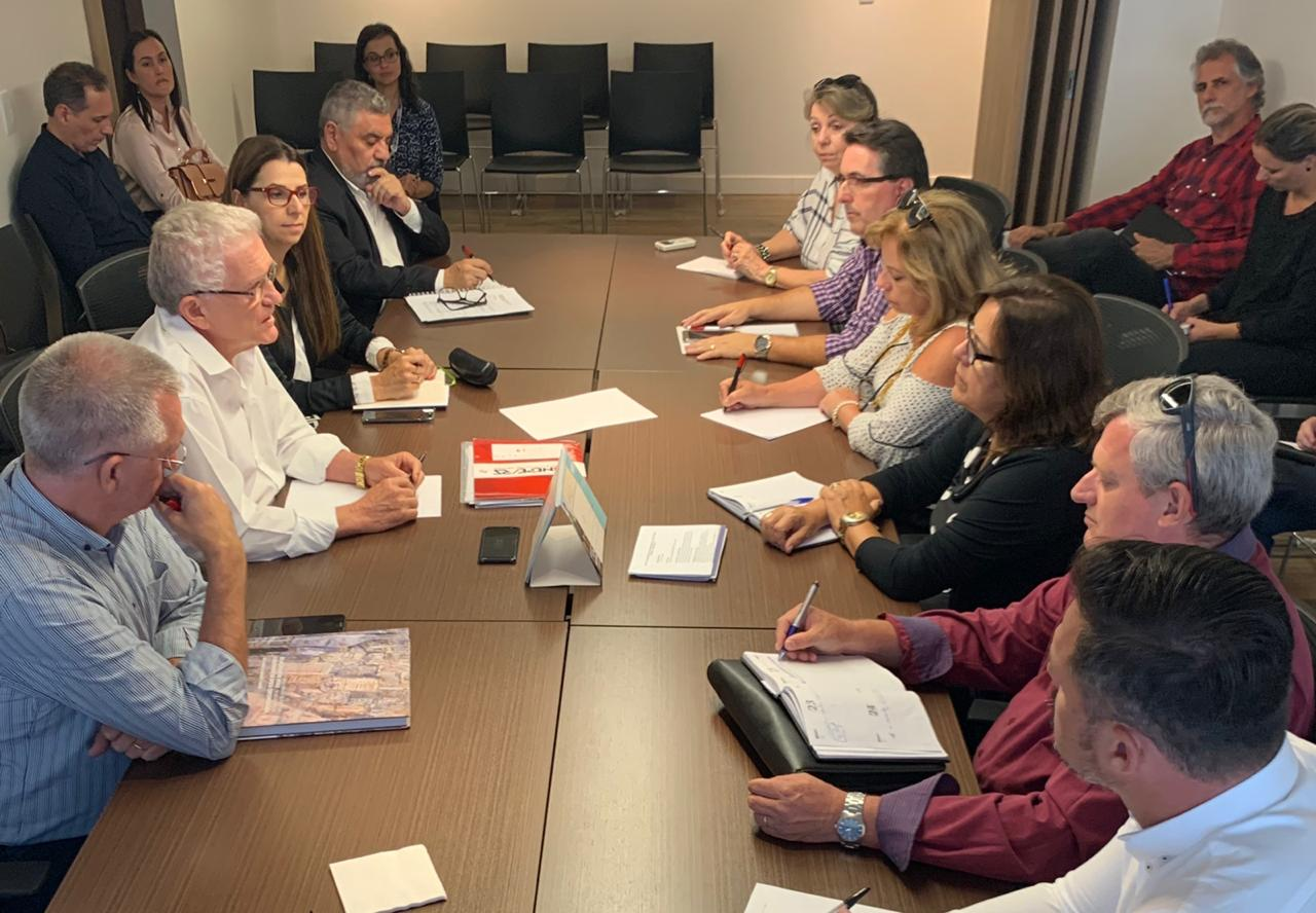 Mesa de negociação da educação básica com representantes do Sinepe e do Sinpro/RS
