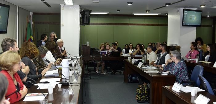 Audiência Pública da Comissão de Educação da Assembleia debateu a ausência de bibliotecas e espaços de leituras nas escolas