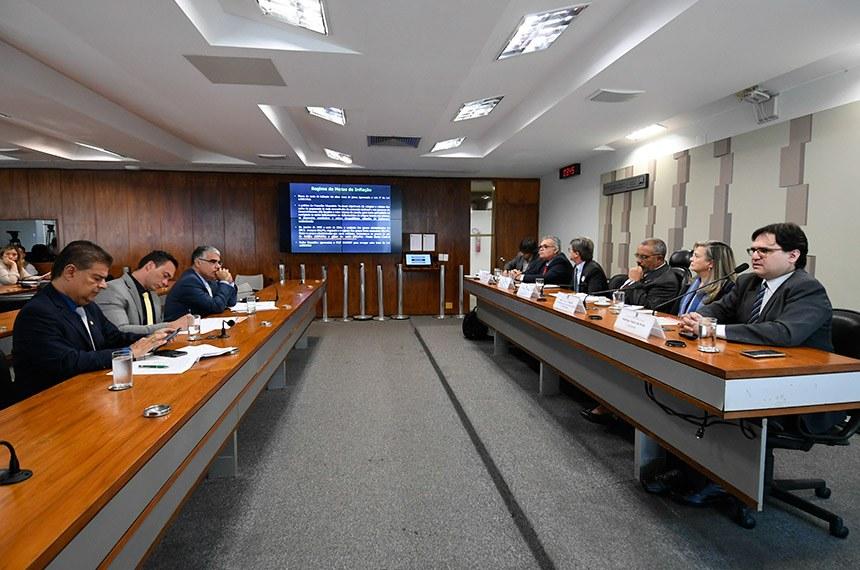 Em Audiência pública na Comissão de Direitos Humanos do Senado a maioria refuta a relação entre a dívida pública e a reforma da Previdência defendida por Guedes