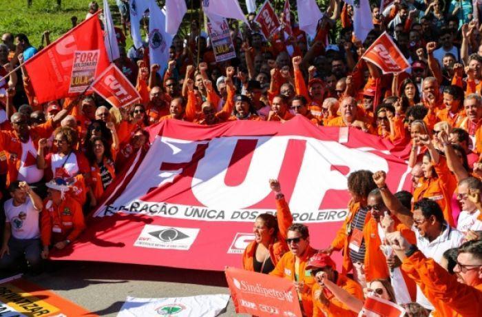 Ato e assembleia em frente à Regap definiu mobilização dos petroleiros