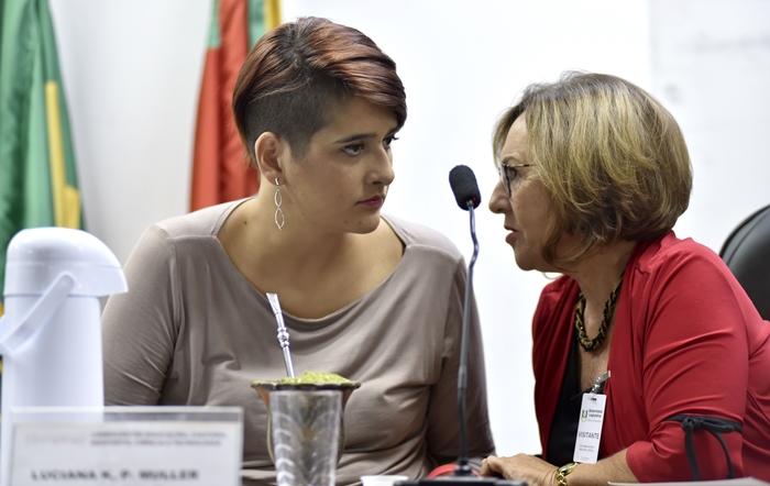 Luciana Kramer e Eliane Moro, do Conselho de Biblioteconomia