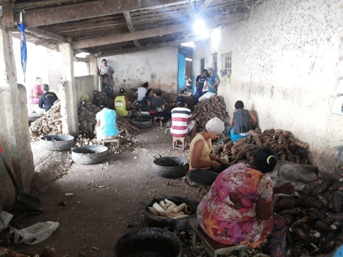 Flagrante do Grupo Móvel de Combate ao Trabalho Escravo na produção de farinha de mandioca em Arapiraca, no agreste alagoano, em maio de 2018. Entre os resgatados estavam 13 menores com idades entre 11 e 17 anos