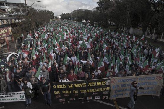 Agricultores promoveram marcha contra a reforma da Previdência, em defesa de direitos e contra os cortes na área de educação e agricultura familiar
