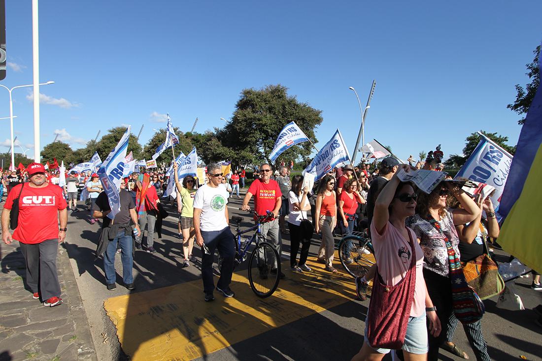 Manifestação em Porto Alegre no Dia dos Trabalhadores contra a reforma da Previdência