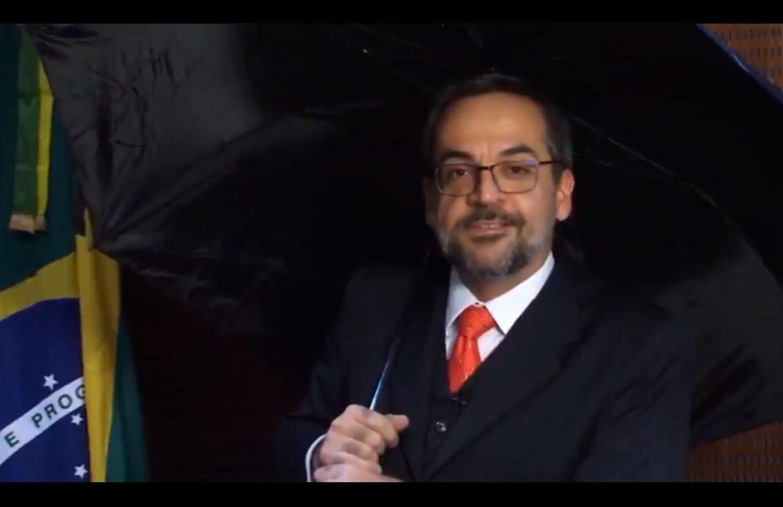 Ministro da Educação Abraham Weintraub, em vídeo divulgado em sua página no Twitter na quinta-feira, 30