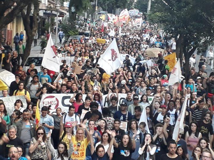 Série de atos em Porto Alegre (RS) reuniu mais de 30 mil manifestantes