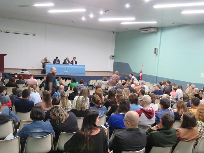 Direção e assessoria jurídica do Sinpro/RS reuniram-se com professores da Ulbra para detalhar situação da instituição