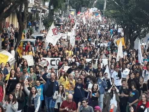 Movimentos sociais promovem nova mobilização contra cortes nas federais | Foto: Stela Pastore
