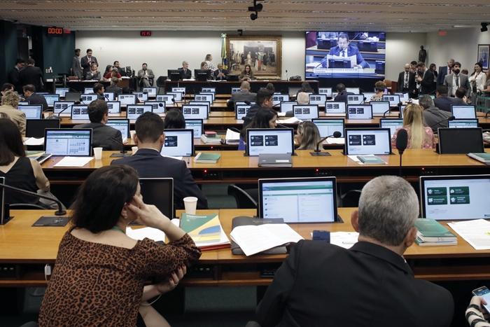PEC da reforma Tributária em análise na CCJ da Câmara