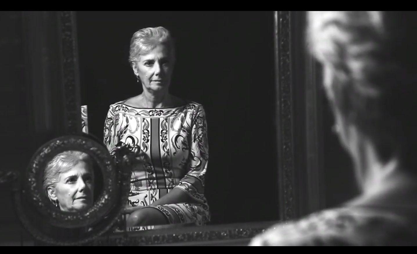 Cena do projeto do documentário Branco e Prata, que conta histórias de mulheres na sua relação com a auto-imagem e com o visual de seus cabelos.