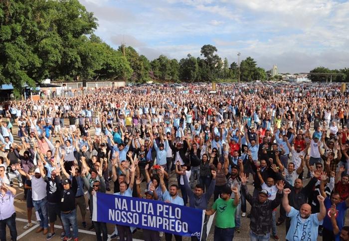 Assembleia de trabalhadores da Ford, em São Bernardo (SP)