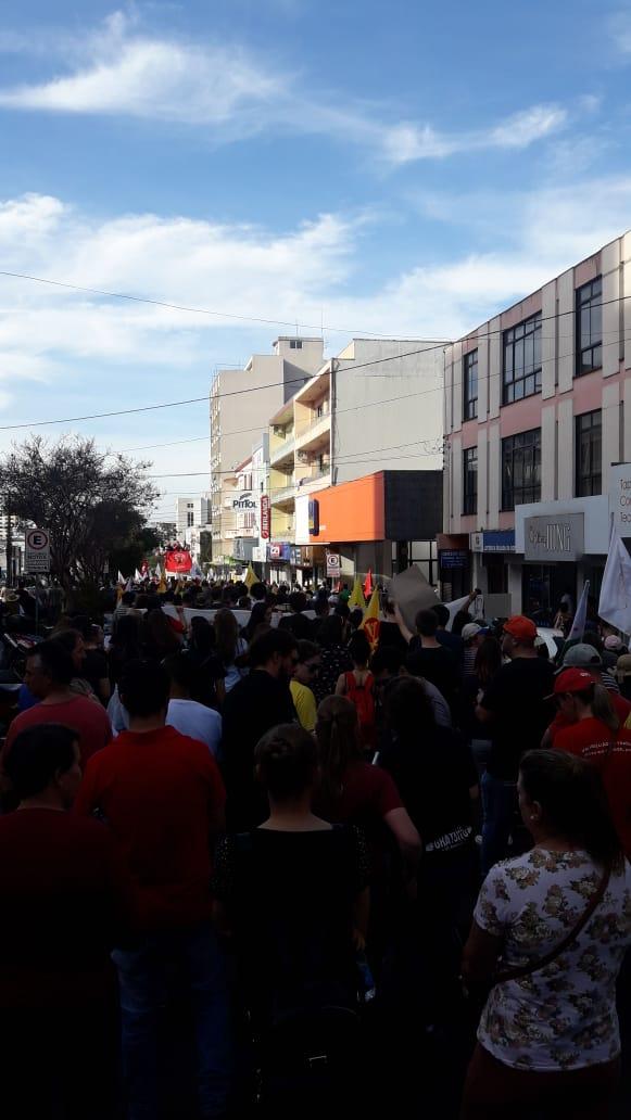 Erechim - Caminhada contra a reforma da Previdência pelas ruas centrais
