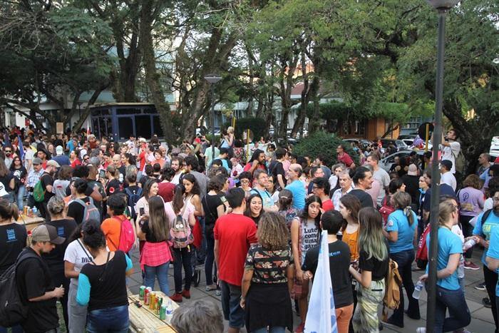 Estudantes e professores promoveram atos e concentrações no encerramento da Greve Geral