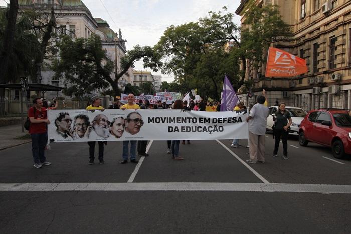 Defesa da educação encerra Greve Geral em Porto Alegre