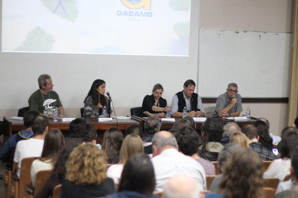 Debate realizado no dia 22 de maio, na Faculdade de Economia da UFRGS sobre a instalação de Polo Carboquímico entre Eldorado do Sul e Charqueadas
