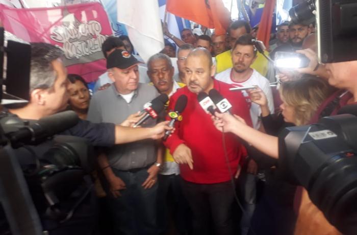 Freitas, presidente da CUT, criticou violência policial empregada pelos governos contra grevistas e destacou êxito do movimento