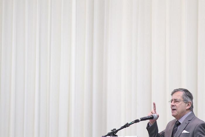 """""""A Globo deu lógica e organizou o golpe. Eu digo isso da seguinte maneira: não houve uma articulação diuturna prévia, de estado maior, entre os diversos autores do golpe. Os autores do golpe foram como se sabe, a Procuradoria Geral da República, a Polícia Federal sem chefe, o Sérgio Moro, o PMDB. Mas eles não se reuniam todas as noites numa catacumba, na presença de Deus e da madre superiora para estudar os passos e uma estratégia ou um plano de estado maior. Não! Cada um agia por sua própria lógica e todas as noites a Globo dava ordem e sentido a isso"""""""