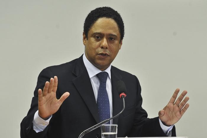 Orlando Silva (PCdoB) pediu ao TCU acesso aos documentos apresentados pelo Coaf e pelo ministro Paulo Guedes sobre a investigação secreta da PF