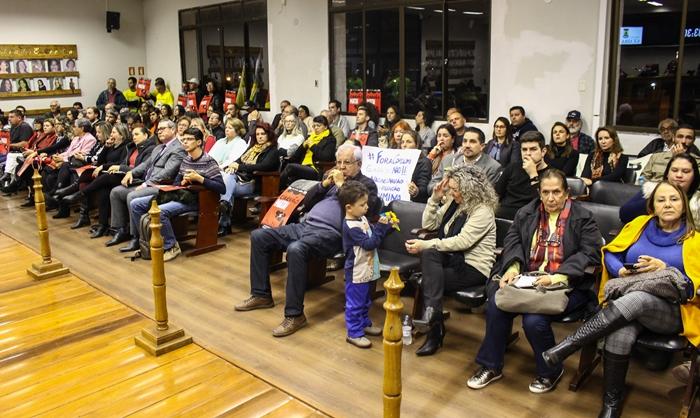 Audiência pública lotou o plenário da Câmara de Guaíba, mas representantes da empresa e da Fepam não compareceram