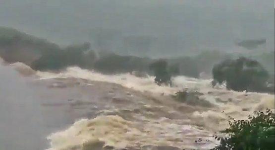 Barragem rompe na cidade de Pedro Alexandre, Bahia | Foto: Reprodução/Twitter