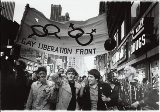 Foto_Diana Davies_Gay Liberation Front marches on Times Square, New York, 1970_Courtesy of New York Public Library | Foto: Diana Davies/New York Public Library/Divulgação