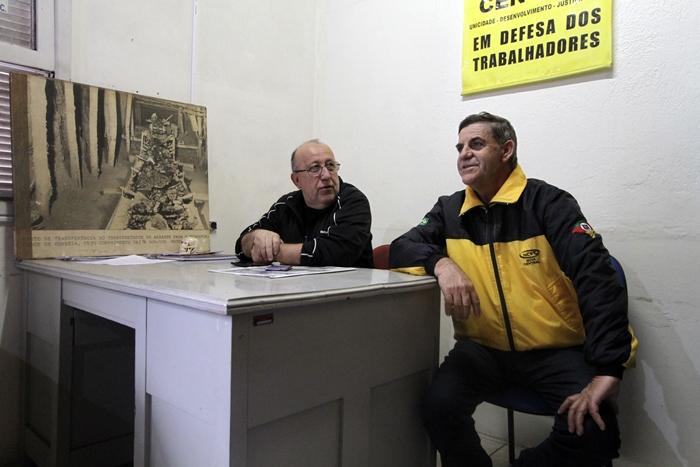"""Brandão e o hoje sindicalista Gilmar Loes, o """"Barata"""", último capataz da mina, foi encarregado de fechar o poço Otávio Reis, em Charqueadas, na década de 1990, depois da queda de um elevador que matou três mineiros"""