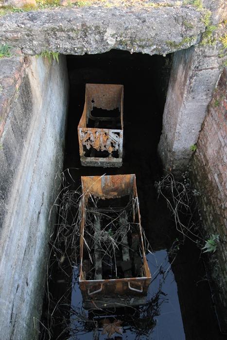 O carvão extraído no subsolo era transportado por centenas de metros em vagonetas até os silos antes ser enviado à superfície