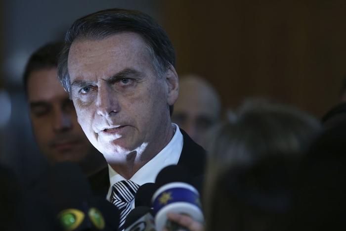 Presidente não tem comportamento adequado e usa fala de botequim, define Marco Antonio Villa, até bem pouco tempo um feroz antipetista
