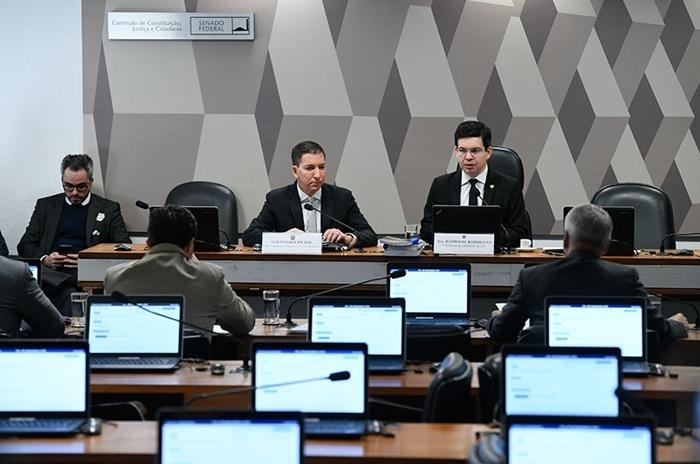 Mensagens evidenciam que Moro não estava só colaborando com os procuradores, mas mandando na força-tarefa da Lava Jato, diz Gleen
