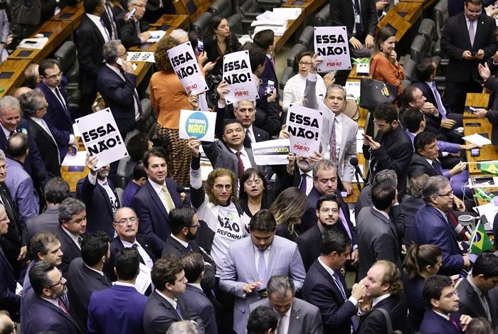 Parlamentares de oposição denunciaram compra de votos pelo governo