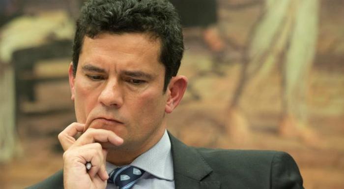 Moro é investigado por viuolações de direitos humanos ao cercear defesa do ex-presidente Lula