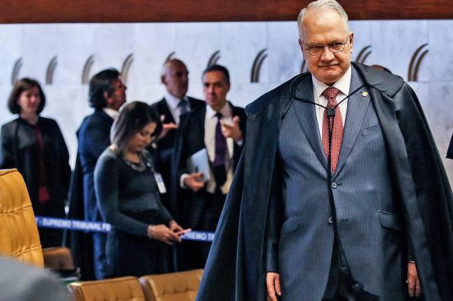 """Ao sair de um encontro com o ministro do STF, Edson Fachin, o procurador Dallagnol, aquele do power point, digita, exultante, como se fosse um líder de torcida: """"Aha uhu o Fachin é nosso"""""""