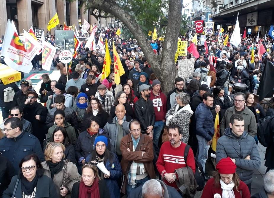 Ato na esquina democrática e caminhada no #13A