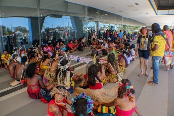 Indígenas protestam contra privatização da saúde | Foto: Cristina Àvila