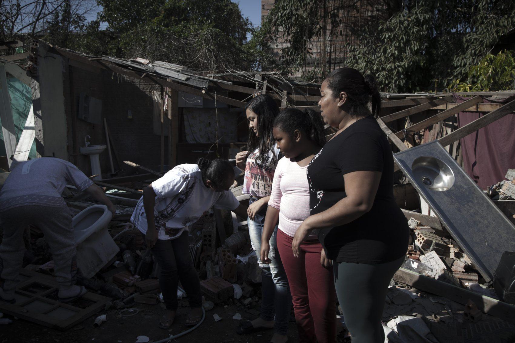 O movimento dos moradores aponta como sugestão a realocação das famílias em uma área próxima