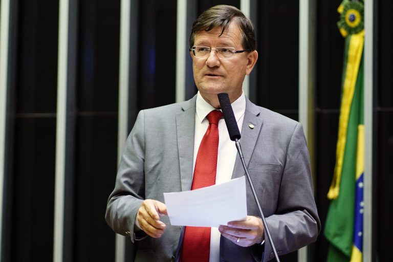 Deputado José Ricardo: defesa de profissionais especializados nas escolas