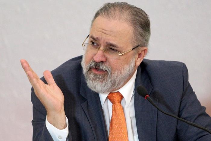 Indicação de Augusto Aras por fora da lista tríplice provocou críticas de procuradores e aliados do governo