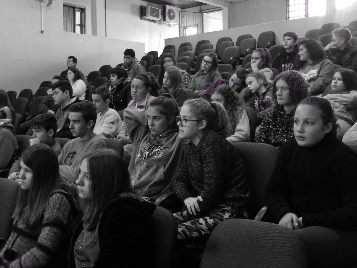 AAuditório da PrefeituraMunicipal de Brochier. Palestra para estudantes