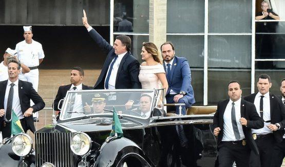 Carlos Bolsonaro de carona no Rolls-Royce na posse do presidente Jair Bolsonaro | Foto: Rafael Carvalho/PR
