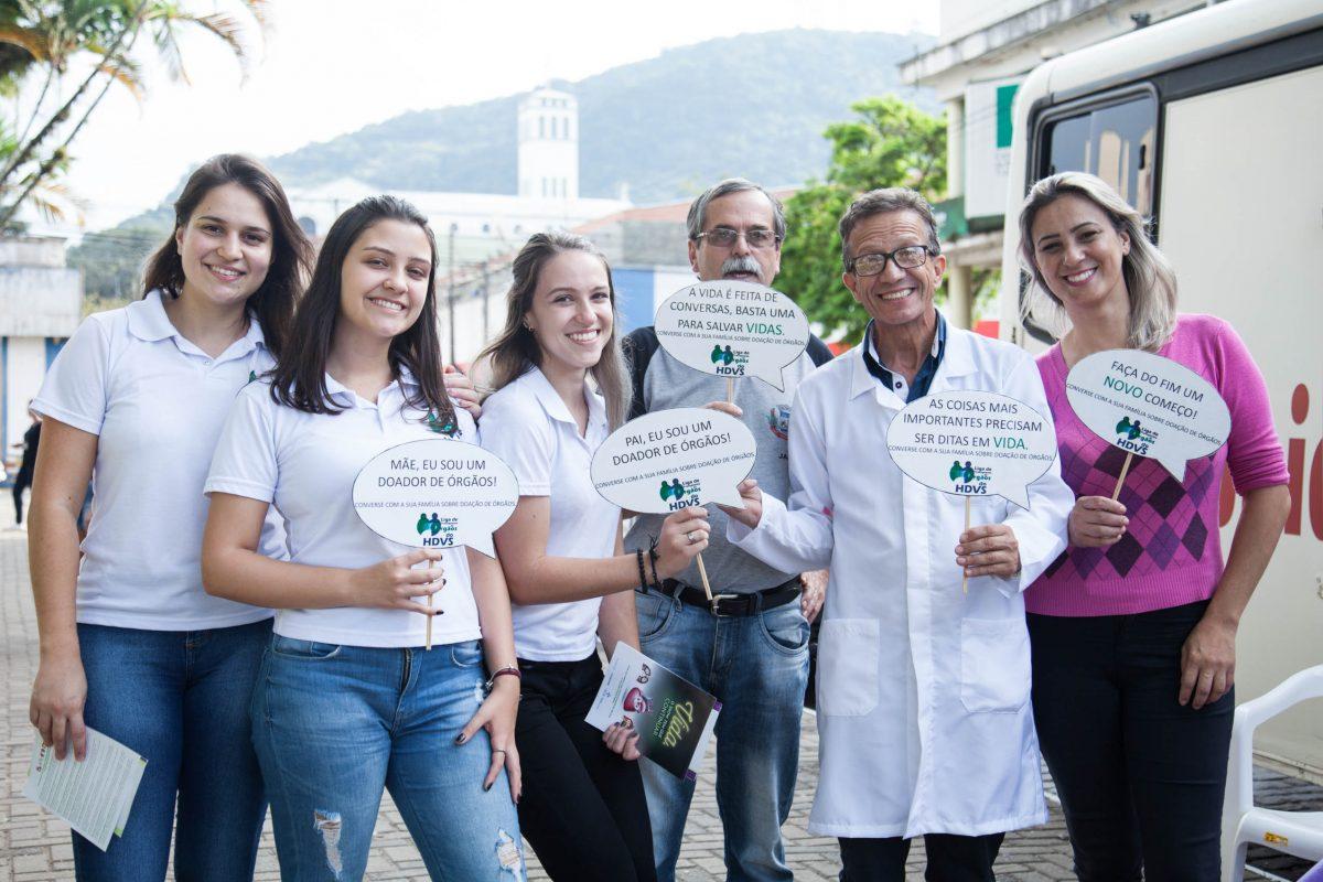 Cultura Doadora Montenegro e a Liga de Transplantes de Órgãos do Hospital Dom Vicente Scherer em ação na praça da cidade