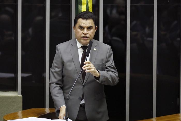 O relator do projeto, deputado Wilson Santiago (PTB-PB), foi investigado por sonegação e é um dos parlamentares que mais devem à União: R$ 43 milhões