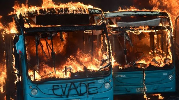 Medidas impopulares do presidente Piñera desencadearam protestos principalmente na capital, Santiago
